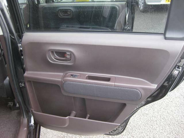 運転席後ろドア内張り