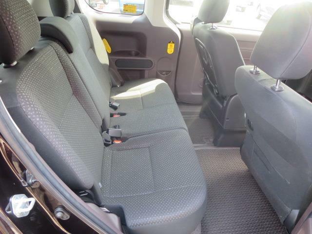 後席は、ゆ~たりとした快適空間です♪