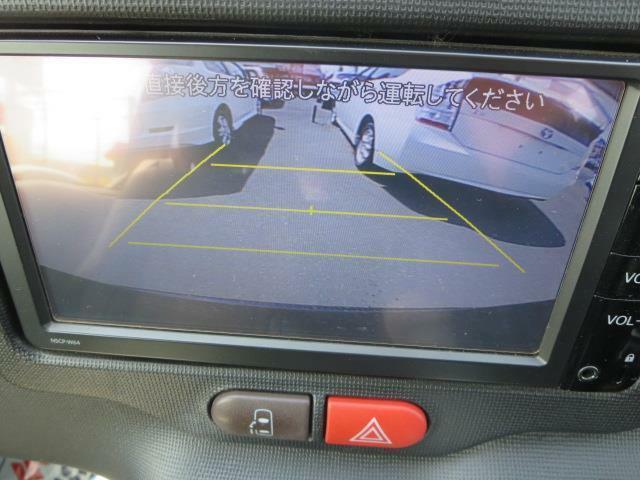 バックカメラも付いてるから駐車の苦手な方も安心ですね♪