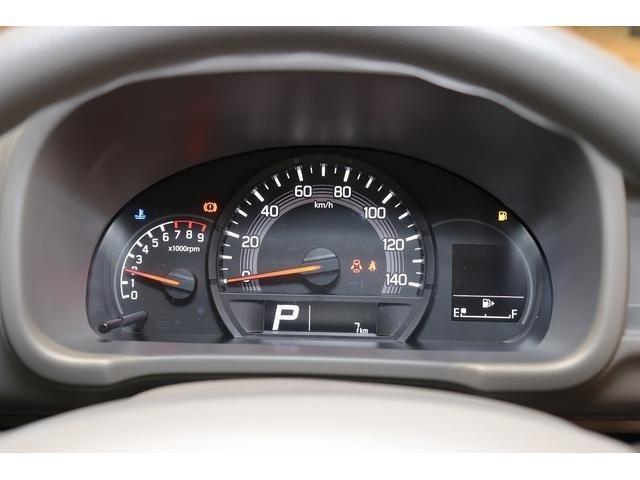 走行距離はわずか7km!届出済未使用車です。シンプルながらメーターの視認性も良好です