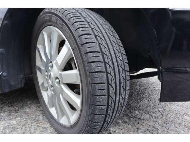 タイヤの溝は深めです。