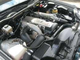 ツインカムどっかんターボエンジンです。多くの整備記録簿のあるオイル漏れなど無く綺麗な高性能エンジンです。走りは気持ち良いですよ。