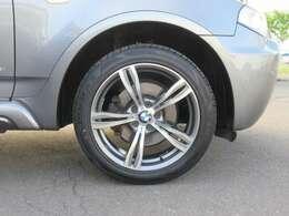 足廻りは社外アルミのBVILLENS 装着でBMWドレスアップのダブルスポークガンメタポリッシュ19AW新品タイヤ装着