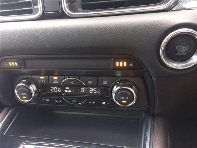 運転席と助手席で温度設定が変えられるデュアルエアコンと、寒い冬もあったかのシートヒーター付きです☆