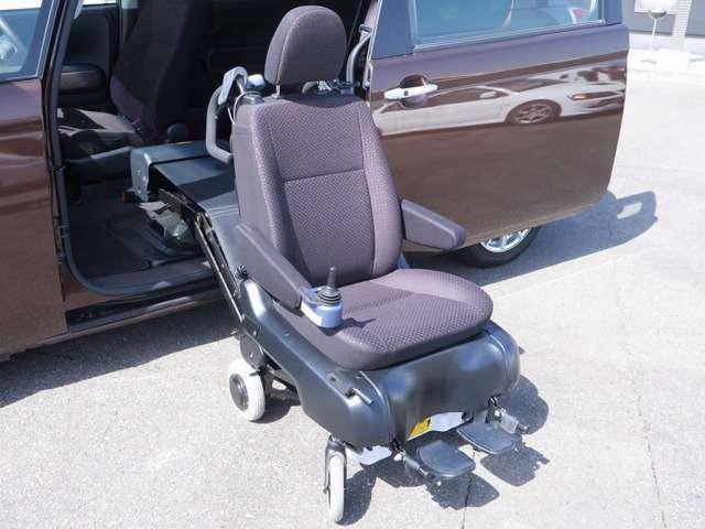 助手席シートが電動車いすになりますのでお出かけの状況に応じた使い方が出来ます〇