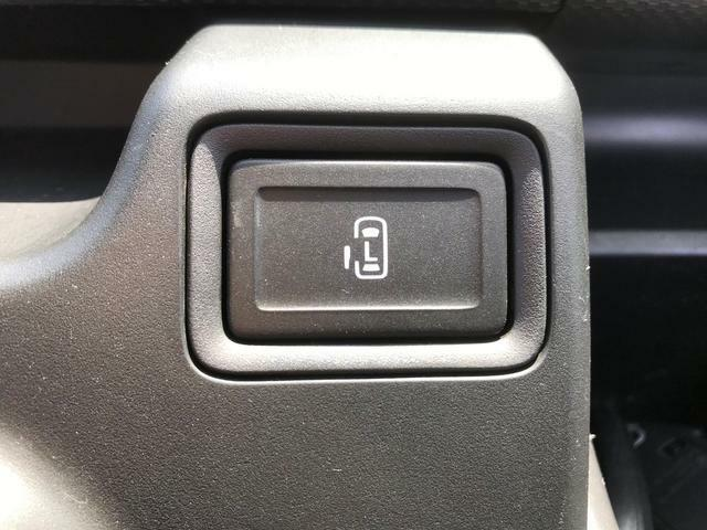 助手席側のスライドドアは運転席から開閉の操作ができます。