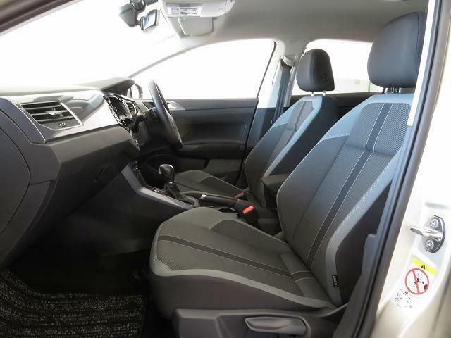 長時間座っていても疲れにくい、硬めの座面や安定感のあるフォルムを採用。シートの高さやステアリング位置は、運転姿勢に合わせてきめ細かく調整できます。