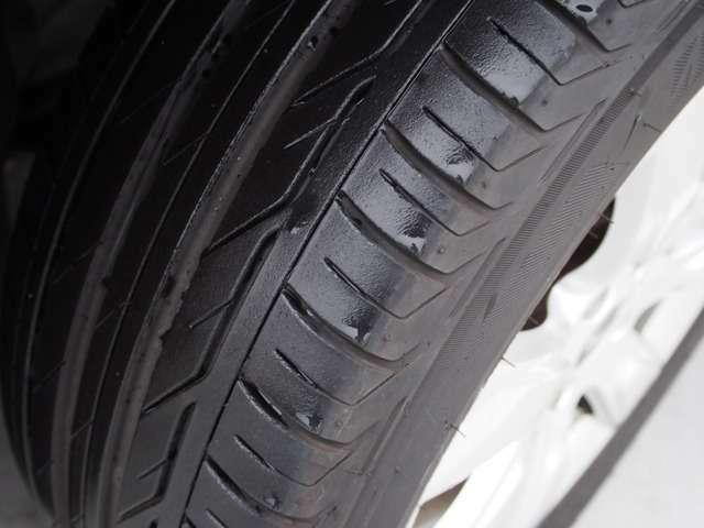 タイヤもきれいな状態です。
