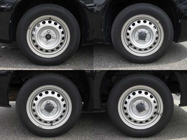 純正鉄ホイールが装着されています。タイヤブランドは、ダンロップです。タイヤサイズは、155/80R14 88/86Nです。残り溝はフロントが5mm、リアが4mmです。