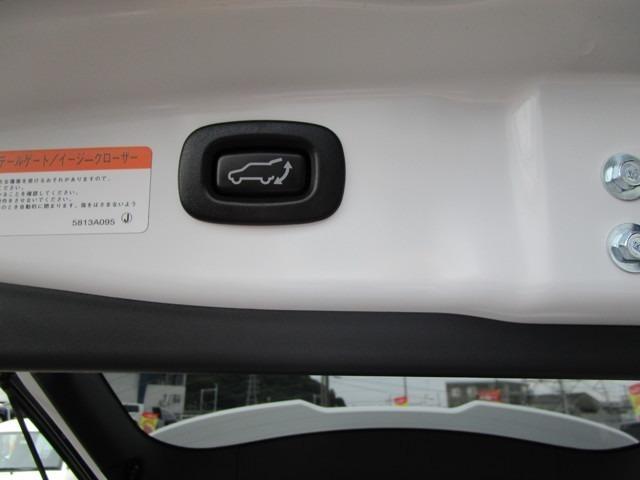 このボタンを押すと自動でリヤハッチが閉まります。運転席からも操作が可能ですよ。