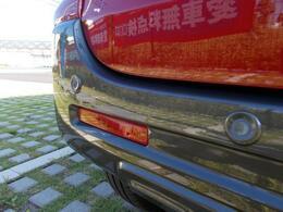 『後退時ブレーキサポート』を搭載!!リヤバンパーに装着されている4ヶ所の超音波センサーで後方の障害物を検知して危険回避をサポートします!!