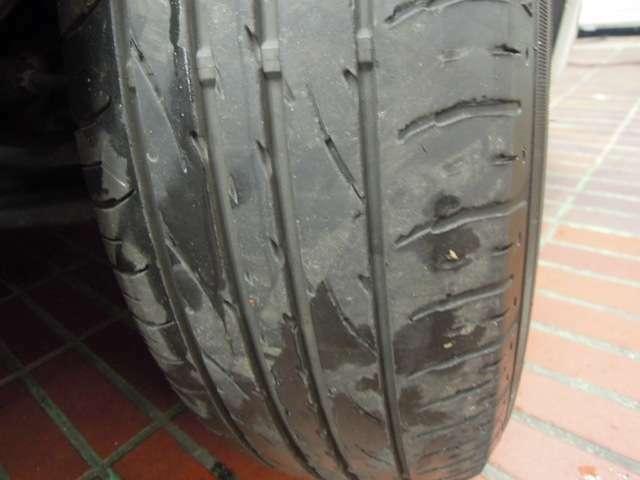 タイヤの画像になります。
