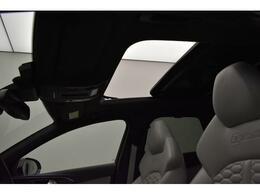 ●パノラマサンルーフ『高級車の代名詞サンルーフ。室内が開放感ある空間となりお子様にも人気の装備となっております。』