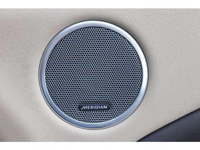 Meridianサウンドシステムから紡がれる音は上品でホールで聴いているような気分を味わうことができます。