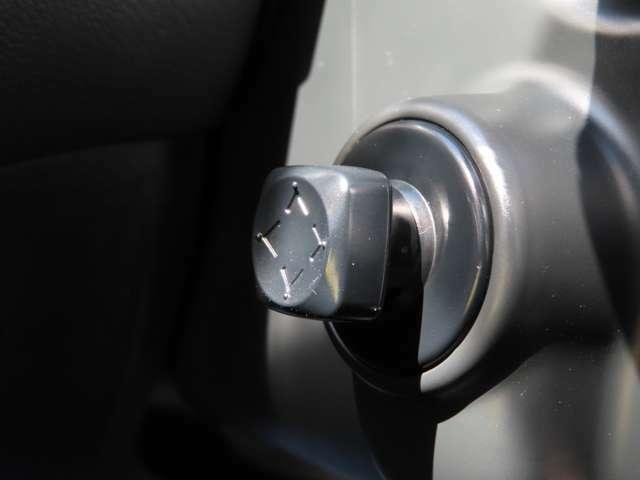 ★電動チルトテレスコピックステアリング スイッチ★ハンドル位置が楽に調節できちゃう優れもの♪高級車についていることが多い機能です!
