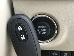 【スマートキー&プッシュスタート】鞄やポケットの中にキーを入れたままでもエンジンの始動や鍵の開け閉めができる便利な機能!