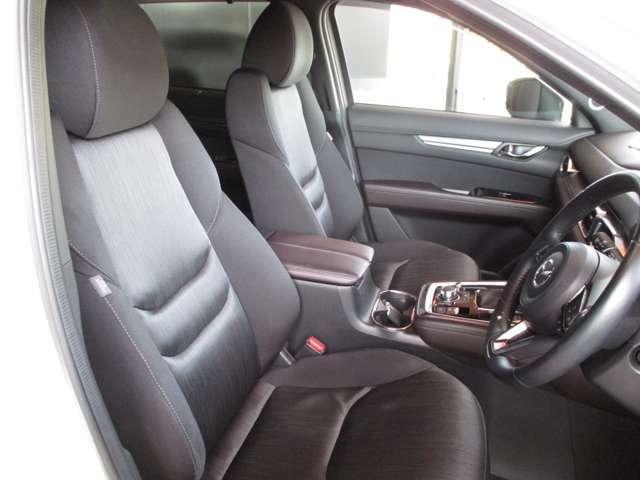 座り心地の良さとサポート性能に優れたフロントシートです。