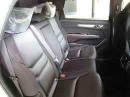 綺麗・清潔なリヤシートです。フロントシートと同じく美しいハーフレザーシートです。クリーニング&抗菌処理済みですので、お子様を乗せる際も安心です!