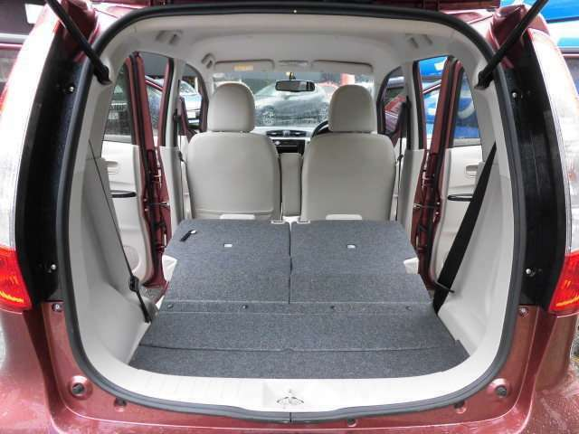 リヤシートを倒せば広大なラゲッジスペースが広がります^^