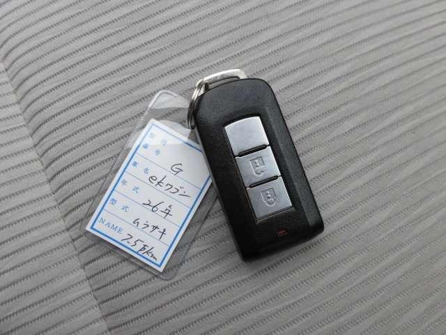 とても嬉しいスマートキーを採用しております^^持っているだけでドアロックの開閉やエンジンが掛けれます^^