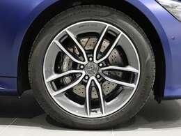 【AMGアルミホイール】グレーペイント19インチAMG5ツインスポークアルミホイールを装着♪AMGロゴ入りブレーキキャリパー。