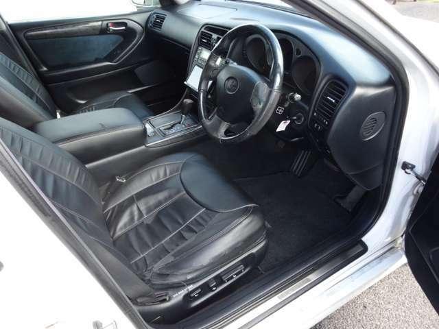 レザー調シートカバー♪運転席側は残念ながら破れが目立ちます(^-^;