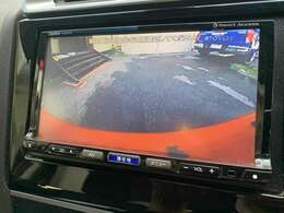 バックカメラを装備しておりますので安全にバックする事が可能になっております♪バックが苦手な方でも安心して駐車する事が出来ますよ♪
