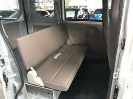 後席は荷室としても乗員用としても快適にお過ごし頂けるために考えて作られております。