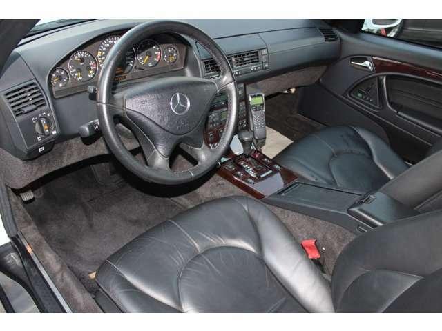 デュアル&サイドエアバッグ、エレクトロニック・スタビリティ・プログラム、ブレーキアシスト、ABS、プリテンショナー付きシートベルトも標準!