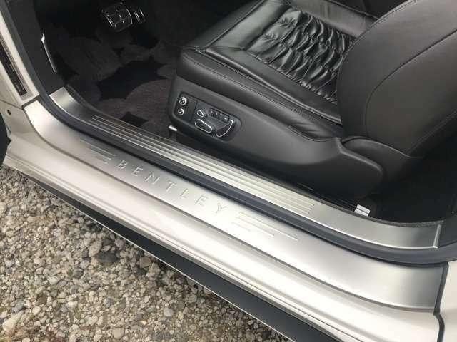 運転席側スカッフプレート