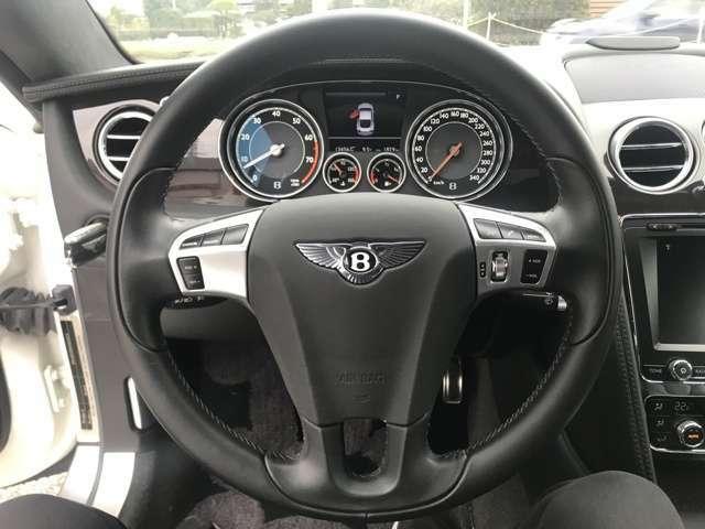 【レフトハンドル】運転のしやすさを考えたら右ですが、ベントレーなら左ハンドルでカッコ良く乗りたいですよね!※あくまで主観です。【クルーズコントロール】【ステアリングスイッチ】