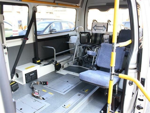 車内は余裕があり広いスペースになっております!