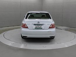 リヤバンパーとマフラーのテールエンドが一体化したディフューザー構造をトヨタ製高級サルーンで初めて採用されました。