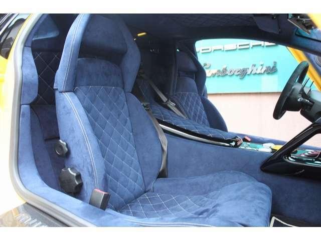 ★内装シート&天井はオプションオーダーの紺色です♪