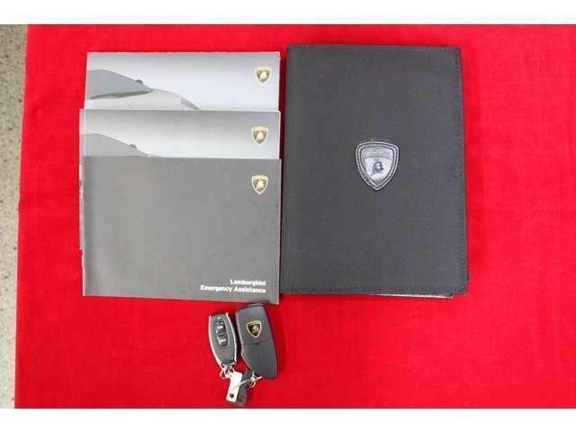 ★新車時の取説、保証書、ブックケース、スペアキーは全て揃っております♪