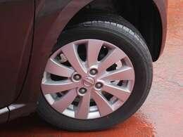 タイヤサイズは155/65R14になります。純正アルミになります。