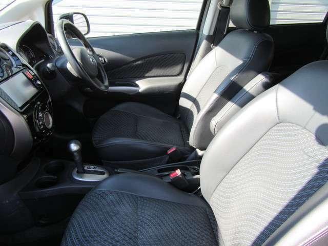 運転席☆助手席共にきれいな状態を保っており車内の気になるにおいもございません。