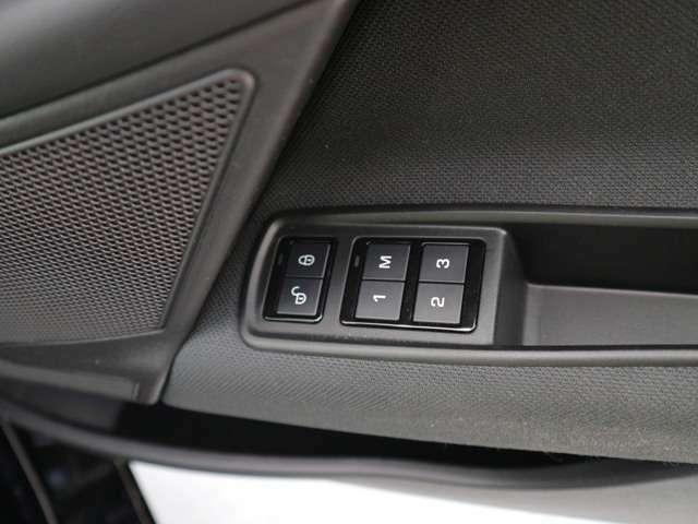 ドライバー3名までメモリー可能でシートポジション等呼び出し可能です。