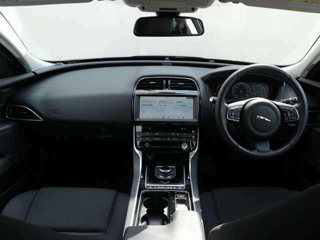 視認性の良いドライビングポジションが可能で安心できます。