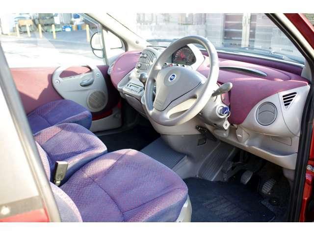 当店の在庫車は全車ケルヒャー製リンスクリーナーにてルームクリーニングを実施し業務用オゾン脱臭機で除菌消臭を行ってておりますので清潔で快適な車内空間をご提供致します。