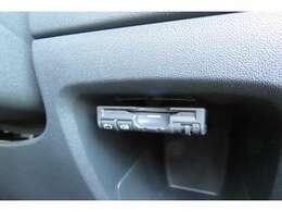ETC車載器が装着されております。料金所を停車せず、通過できるので大変助かる装備です。