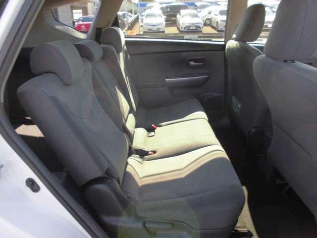【リアシート】後ろの席も余裕ある座り心地です!