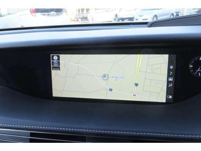 12.3インチタッチワイドディスプレイ ナビゲーションシステム(3メディアVICS[VICS WIDE対応]・Bluetooth携帯電話対応) USB(2個)/AUX(音声)入力端子(フロントセンターコンソールボックス内)
