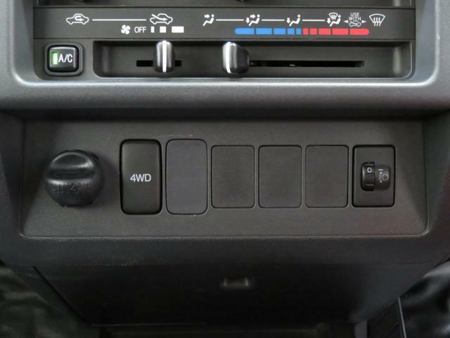 4WD切り替えスイッチ、ヘッドライトレベリングスイッチ