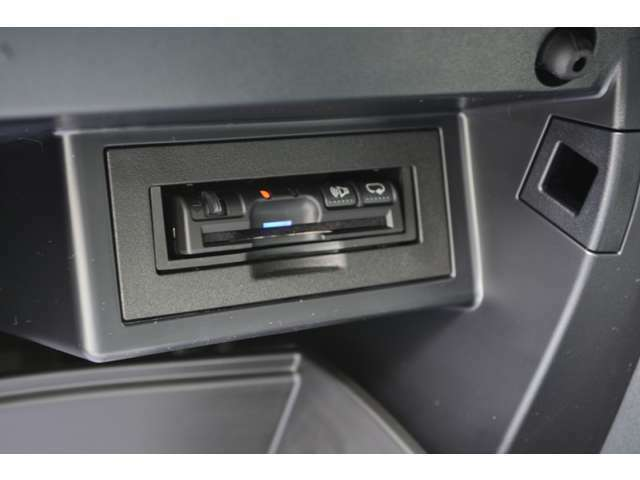 Aプラン画像:パナソニック製 アンテナ分離(音声案内タイプ)ETC車載器もセットアップ料金込みでパッケージに含んでおります。アンテナ分離タイプなので純正取付位置などの目立たない場所への取付も可能です。