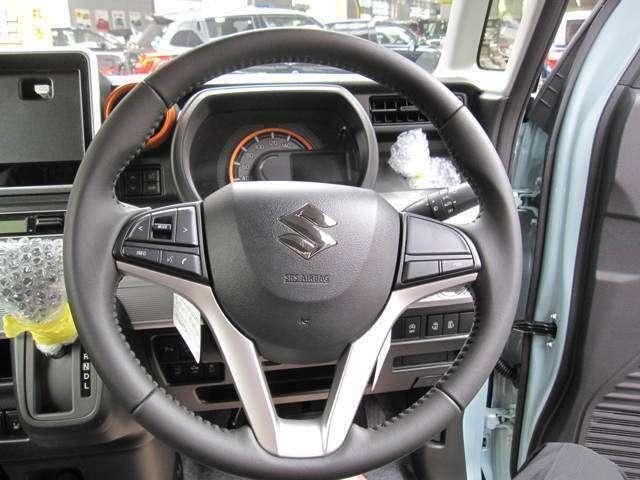 フロントガラス投影式のヘッドアップディスプレイ搭載、ガラスに車速、シフト位置、警告などが映し出されます