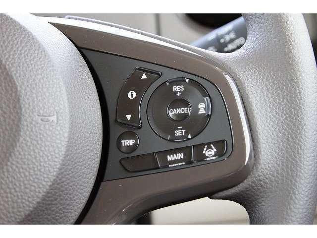 アクティブクルーズコントロール・走行中アクセルを踏まなくても設定した速度で自動で運転してくれる機能も搭載されています。長距離の運転もこれで快適!!!
