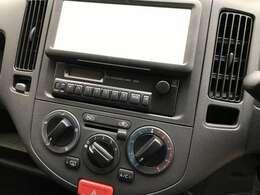 エアコンやラジオも一通り装備されております。