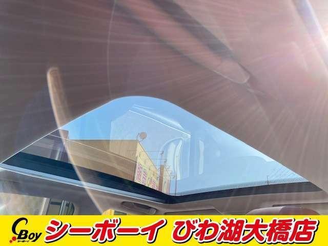 人気装備!!【パノラミックルーフ】開放的なムーンルーフからは、爽やかな風や温かい陽の光が車内に差し込みます。♪