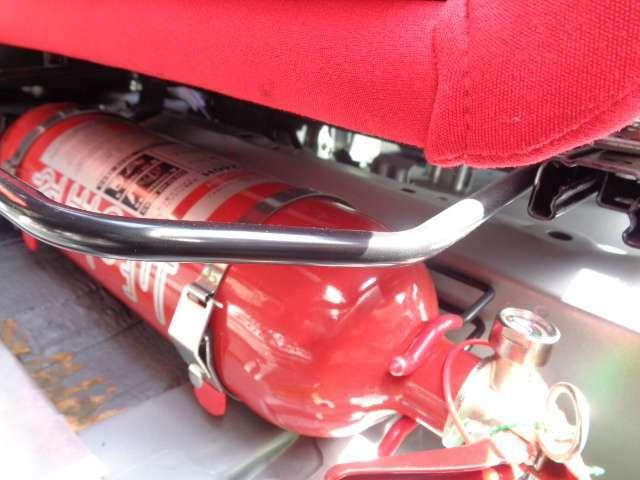 ラリー参加義務部品の消火器!車載用水溶性AFFF(フィルムフォーム)消火器なので放射後の処理・清掃が楽です♪